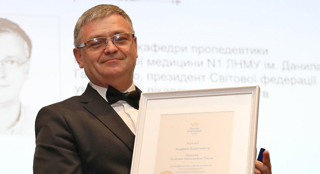(Українська) Андрій Базилевич – Почесний Амбасадор Львова нагороджений медаллю